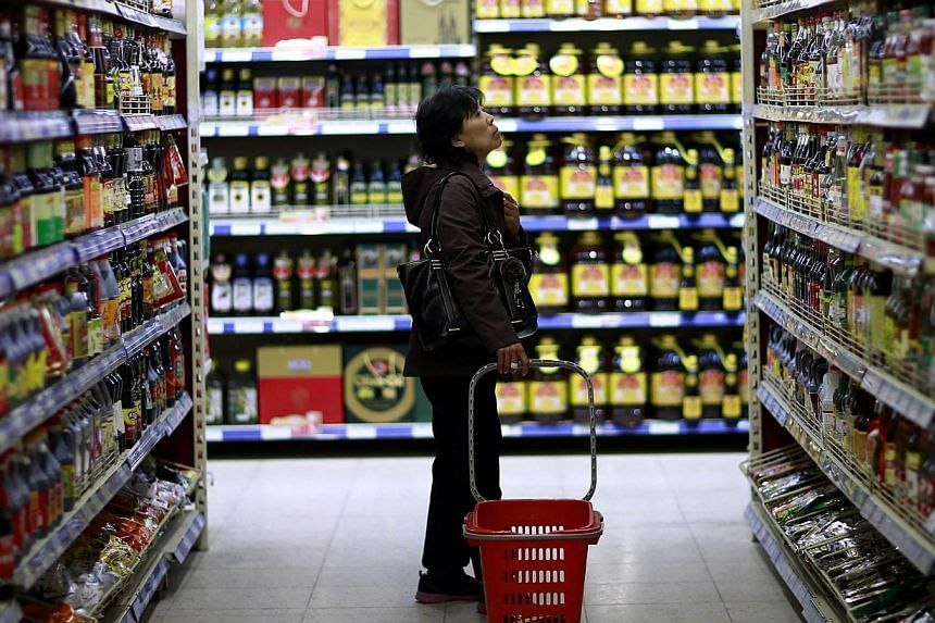 China's annual inflation rose sharply to 2.5 percent in May, official data showed on Tuesday, accelerating from 1.8 percent in April and marking the highest figure in four months. -- PHOTO: REUTERS