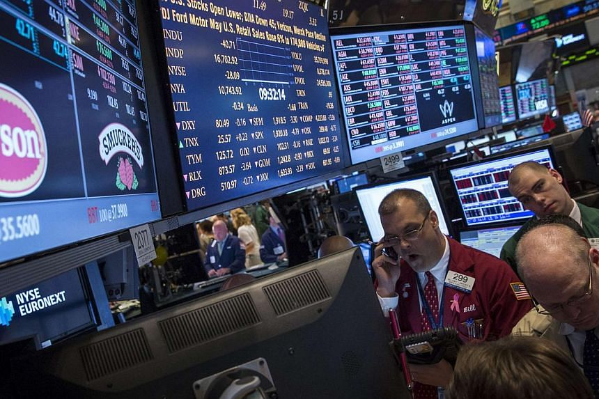 US stocks rallied on Monday, with the Dow and the S&P 500 extending record winning streaks amid a fresh burst of merger and acquisition activity on Wall Street. -- PHOTO: REUTERS
