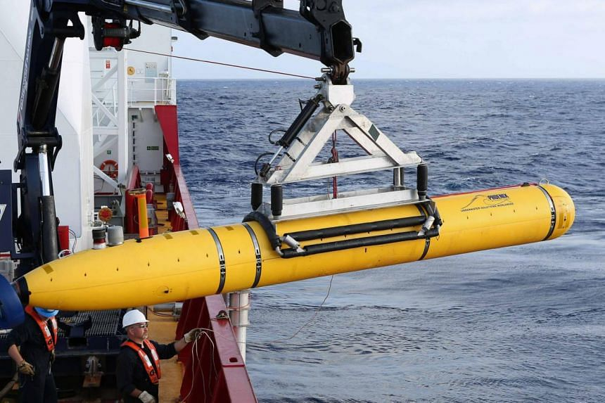 Crew aboard the Australian Defence Vessel Ocean Shield move the U.S. Navy's Bluefin-21 autonomous underwater vehicle into position for deployment in the southern Indian Ocean to look for the missing Malaysia Airlines flight MH370,on April 14, 2014.&n