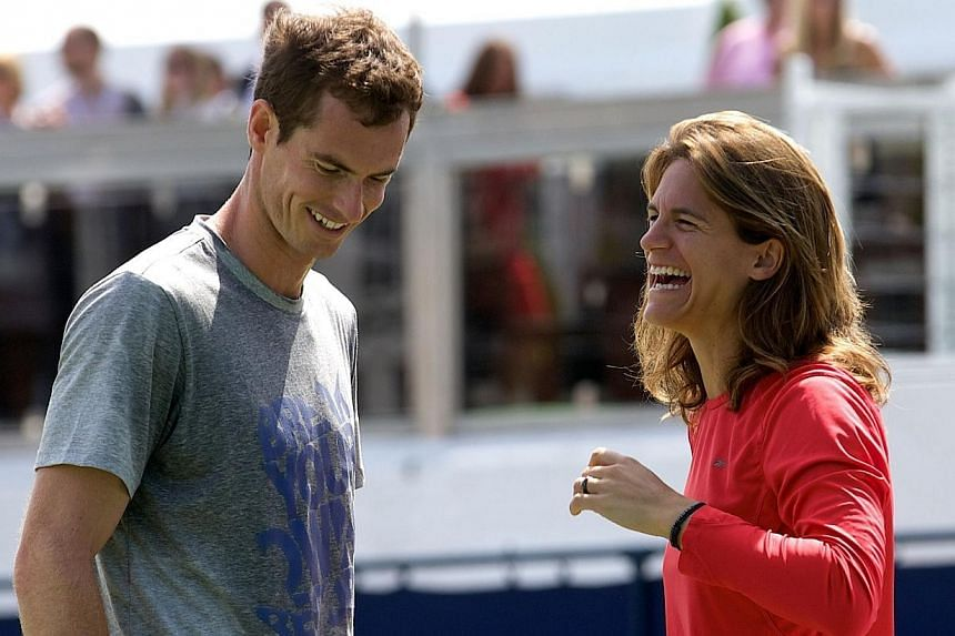 British tennis player Andy Murray (left) speaks with his newly-appointed French coach Amelie Mauresmo during a practice session at day four of the Aegon Championships tennis tournament at the Queen's Club in west London, on June 12, 2014.Andy M