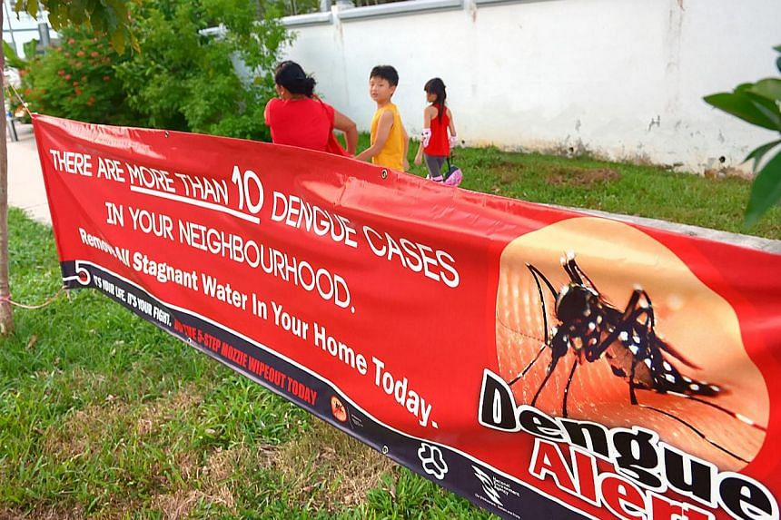 A dengue alert banner in Telok Kurau in October 2013. -- PHOTO: ST FILE