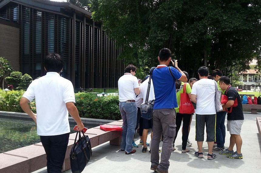 Participants of aHeritage Race which consisted of20 uniquely-Singaporean sitesin Balestier.-- ST PHOTO: AUDREY TAN