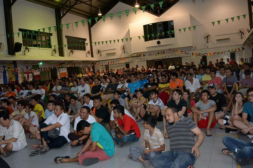 About 600 football fans turned up at Tampines West Community Club early on Saturday to catch the game between defending champions Spain and Netherlands, a repeat of 2010's World Cup final. -- PHOTO: TAMPINES WEST COMMUNITY CLUB
