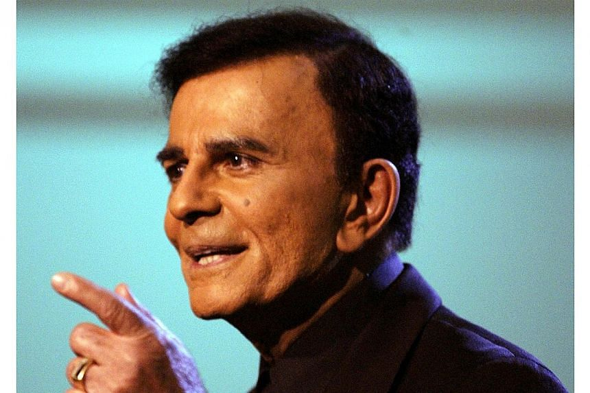 """US television and radio personality Casey Kasem appears on the """"American Top 40 Live"""" show in Los Angeles in this April 24, 2005 file photo.Mr Casey Kasem, the United States radio personality with the distinctive voice who counted down the top"""