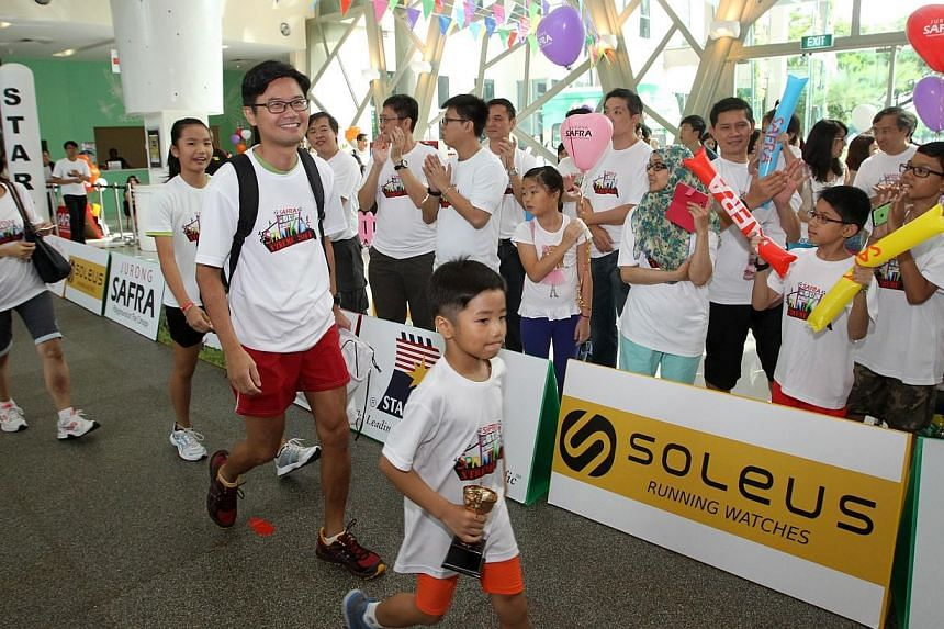 More than 1,700 operationally ready national servicemen (NSmen) and their families celebrated Father's Day at three Safra Clubs on Sunday, June 15, 2014. -- PHOTO: ZAOBAO