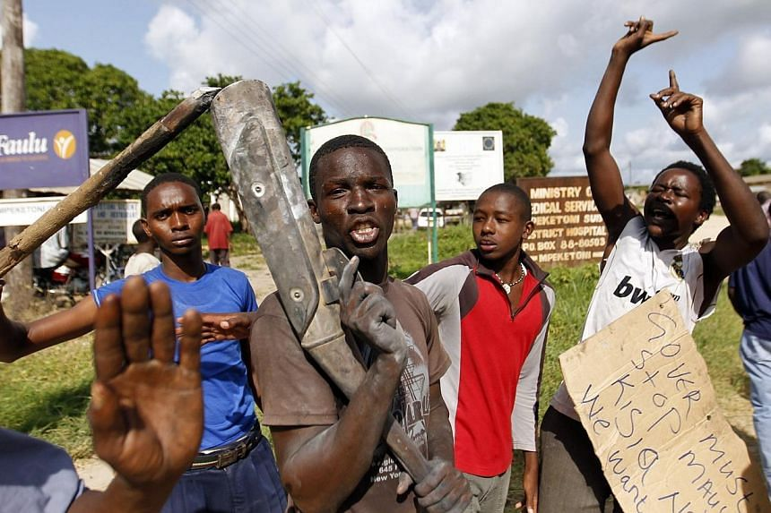 Residents chant slogans as they protest along the streets after unidentified gunmen recently attacked the coastal Kenyan town of Mpeketoni, June 17, 2014.Kenyan authorities on Wednesday denied reports that several women were kidnapped during th