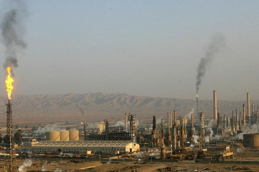 A general view of Baiji oil refinery, north of Baghdad in this Jan 21, 2009, file photo.Militants pressing a major offensive in Iraq attacked the country's biggest oil refinery on Wednesday, as the Premier scrambled to regain the initiative by