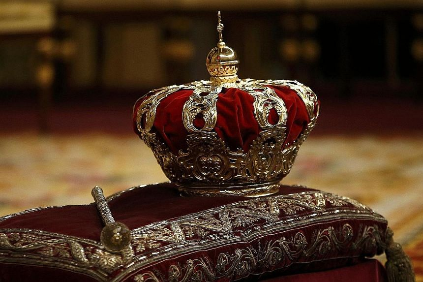The crown is seen inside the hemicycle ahead of the proclamation to the Parliament of Spain's new King Felipe VI at the Congress of Deputies in Madrid on June 19, 2014. -- PHOTO: REUTERS