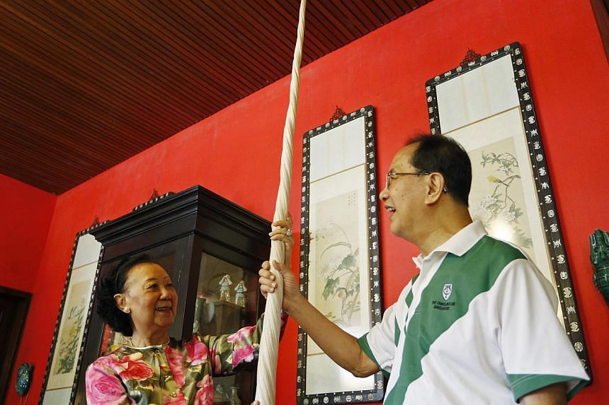 Madam Hoo Miew Oon (left) and her husband Yap Boh Lee with the rare narwhal tusk that was donated to the new Lee Kong Chian Natural History Museum on 18 June 2014. The narwhal tusk, which is at least 200 years old, had belonged to her great-grandfath