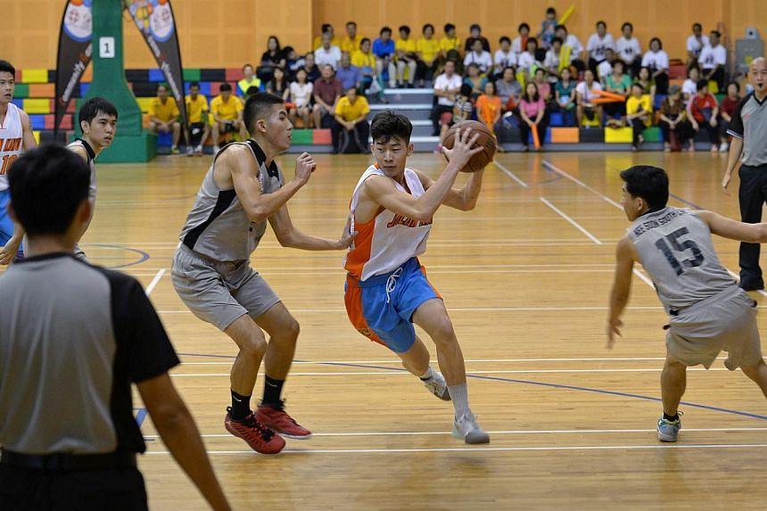 Nee Soon CSC Basketball vs Jalan Kayu Basketball. The latter won the game. -- ST PHOTO: LIM YAOHUI FOR THE STRAITS TIMES