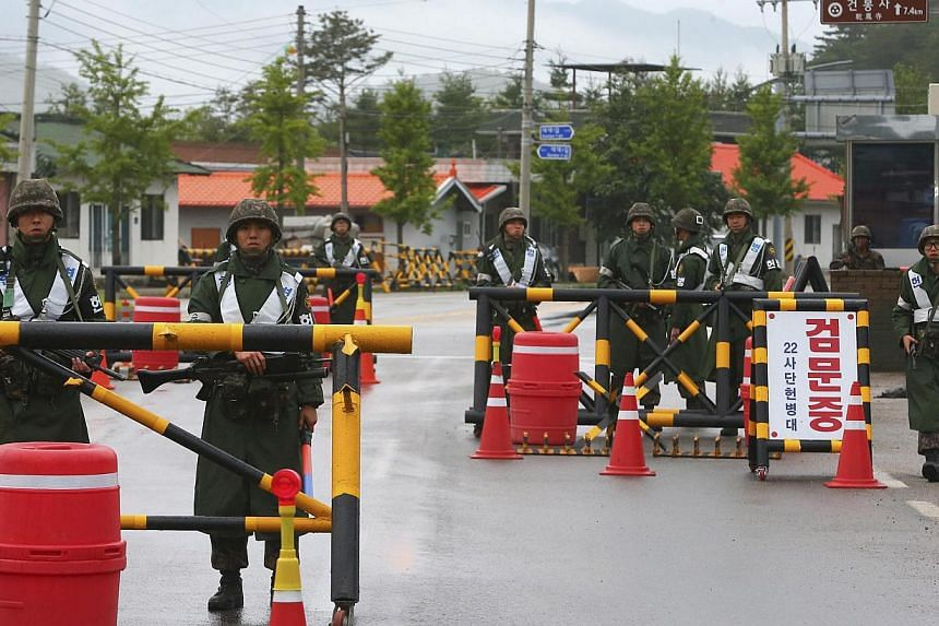 South Korean soldiers stand guard at a temporary checkpoint during a search for the South Korean conscript soldier who is on the run after a shooting incident, in Goseong on June 22, 2014. -- PHOTO: REUTERS