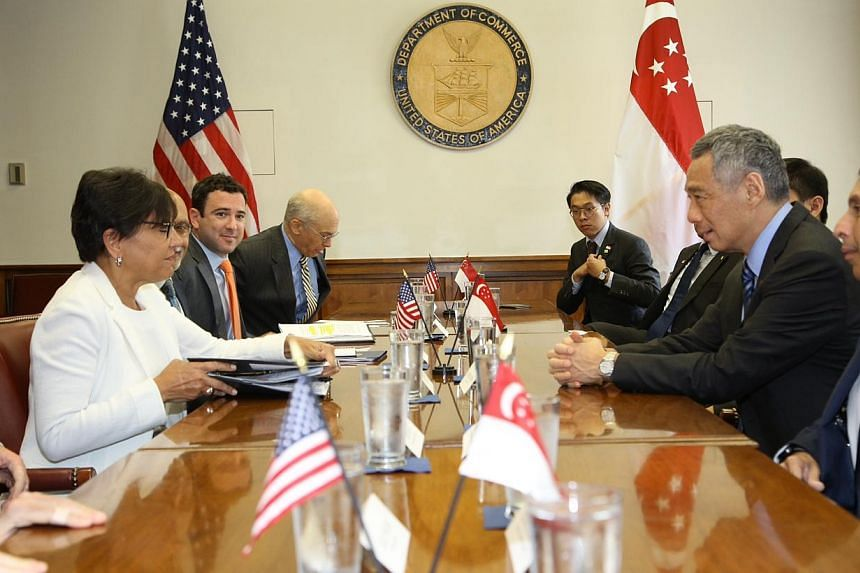 Prime Minister Lee Hsien Loong (right) meeting with United States Secretary of Commerce Penny Pritzker (left) on June 22, 2014. -- PHOTO: MCI