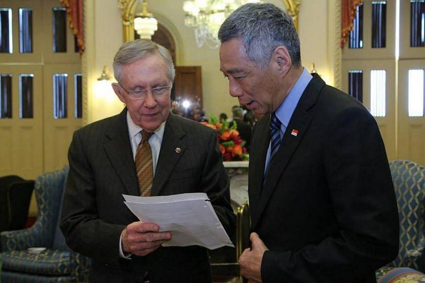 Prime Minister Lee Hsien Loong speaks to Senate Majority Leader, Harry Reid. -- PHOTO: MCI