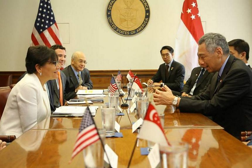 Prime Minister Lee Hsien Loong calls on US Secretary of Commerce Penny Pritzker (in white). -- PHOTO: MCI