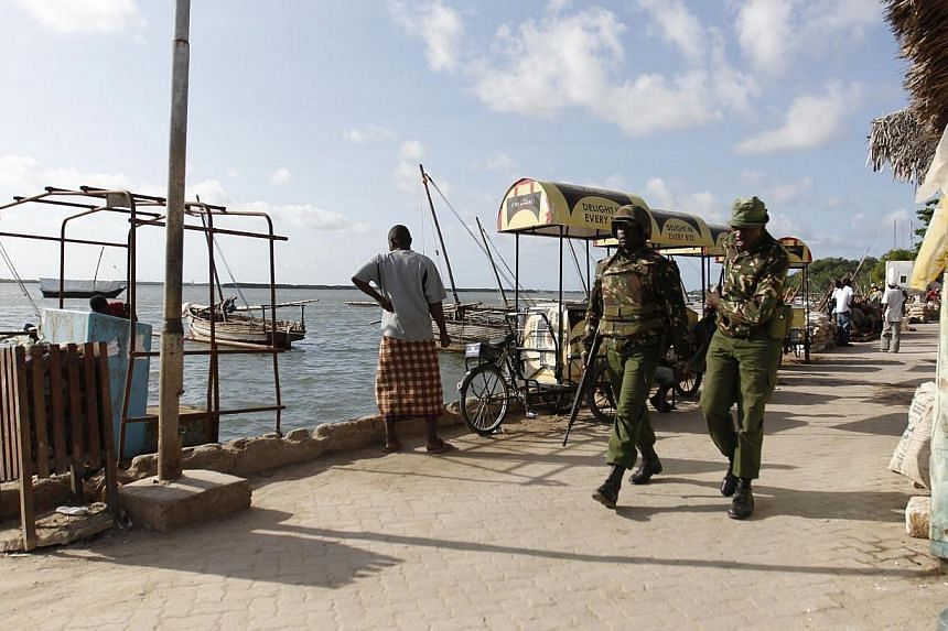 Kenya police officers patrol along the beaches of the Indian Ocean in the coastal town of Lamu, June 19, 2014. Kenyan police have arrested the governor of the coastal Lamu district in connection with three recent massacres in which over 60 peopl