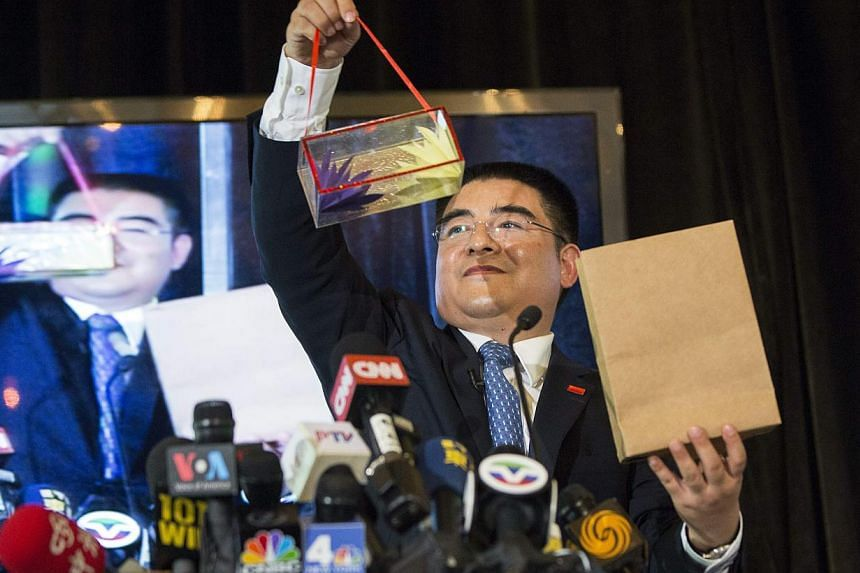 Chinese billionaire Chen Guangbiao performs magic tricks during a lunch he sponsored for hundreds of needy New Yorkers at The Boathouse in New York's Central Park on June 25, 2014. -- PHOTO: REUTERS