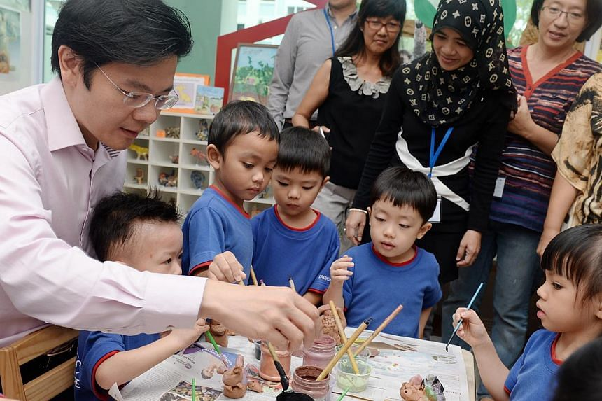 Minister for Culture, Community and Youth Lawrence Wong and pre-schoolers of PCF Sparkletots Pasir Ris West taking part in a visual arts class supported by the artist-in-schools scheme. About 120 children from five pre-schools have been enjoying vari