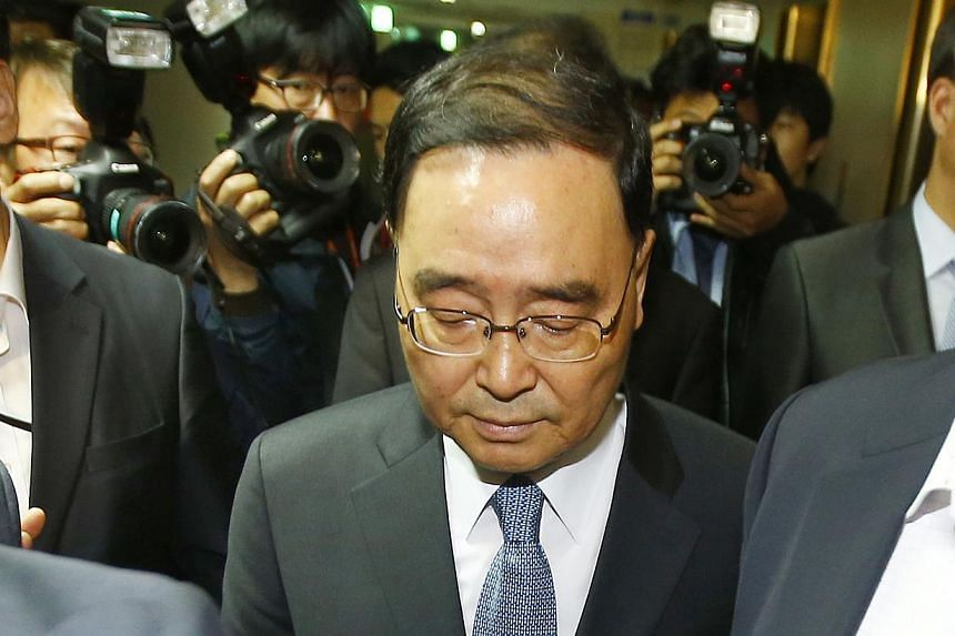 South Korean Prime Minister Chung Hong-won leaves after announcing his resignation at a news conference at the Integrated Government Building in Seoul April 27, 2014. South Korean President Park Geun Hye on Thursday retained Prime Minister Chung Hong