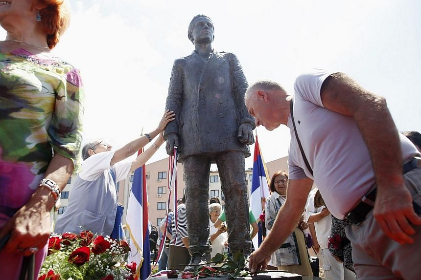 Bosnian Serbs lay flowers after the unvieling of a statue of Gavrilo Princip after an opening ceremony in East Sarajevo on June 27, 2014. -- PHOTO: REUTERS