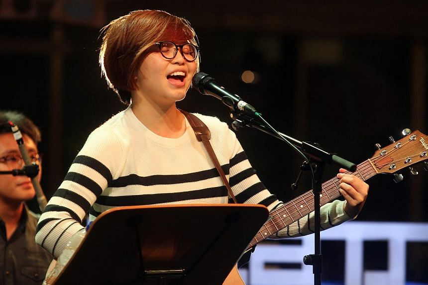 Local singer Jaime Wong performs at the Music festival Baybeats by the Esplanade. -- DIOS VINCOY JR FOR THE STRAITS TIMES