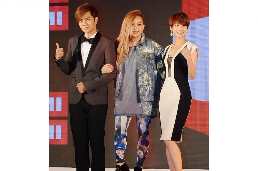 Famed music company EMI marked its return to Asia on Monday after an absence of five years by signing on Taiwan's popular singers (from left) Show Lo, A-mei and Rainie Yang. -- PHOTO: XINHUA
