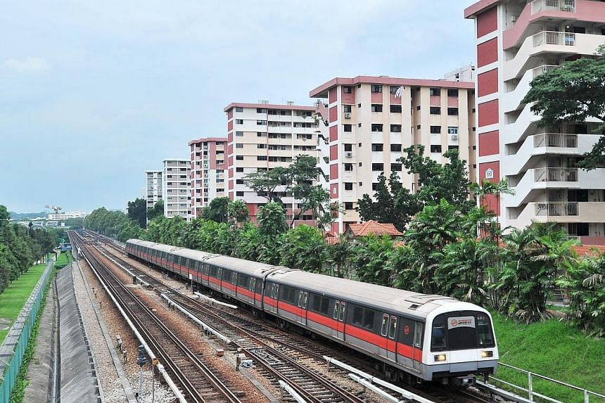 MRT train approaching Ang Mo Kio Station.Commuters can expect train speeds on the North-South Line to go up from the fourth quarter of this year, said Transport Minister Lui Tuck Yew on Tuesday. -- PHOTO: ST FILE