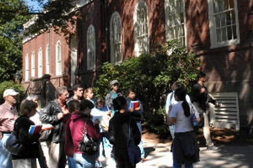 Prospective students and their parents stand in Harvard Yard during their tour of Harvard University in Cambridge, Massachusetts Tuesday, Sept 12, 2006. Harvard University said on Wednesday it had created an office to investigate all claims of sexual