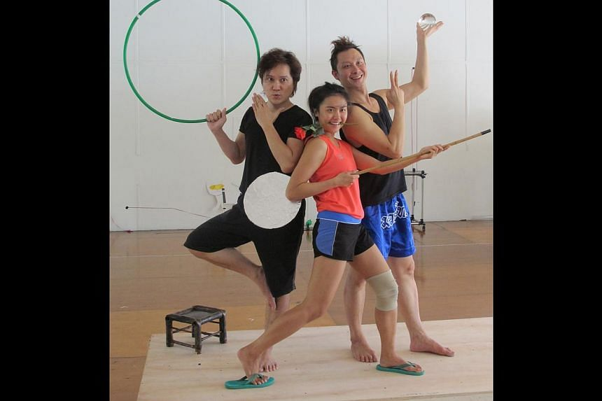 Actors (above from left) Ric Liu, Gloria Ang and Oliver Pang. -- PHOTO: THE THEATRE PRACTICE