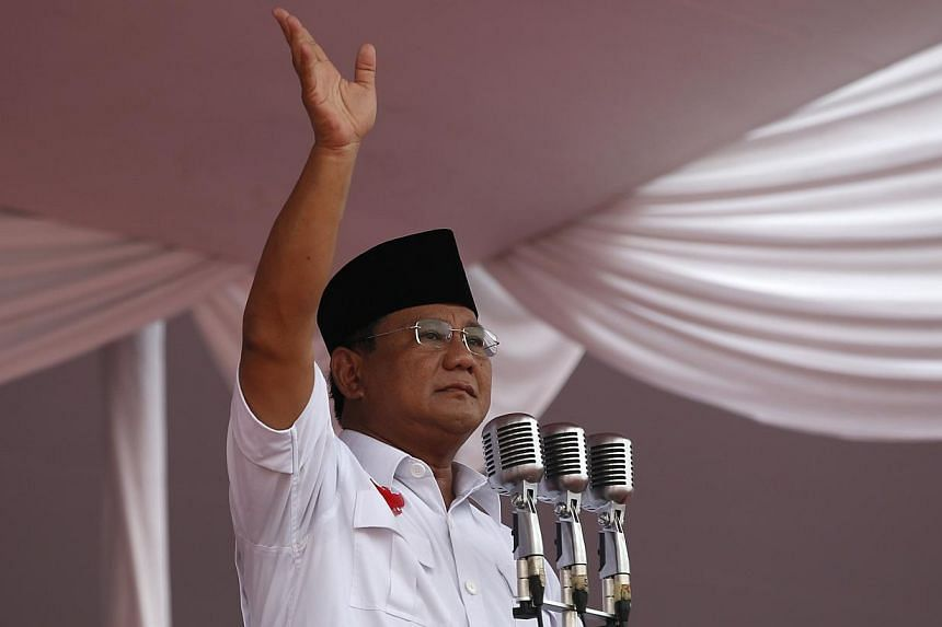 Presidential candidate Prabowo Subianto gestures to supporters during a campaign rally in Gelora Bung Karno Stadium in Jakarta in this June 22, 2014 photo. -- PHOTO: REUTERS