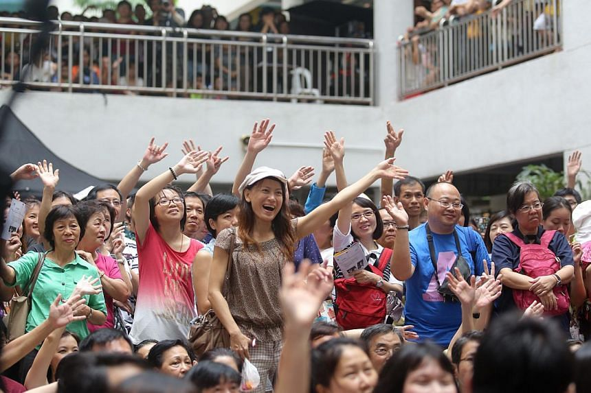 Performances by former stars of the Xinyao movement at Bras Basah Complex on July 6, 2014. -- ST PHOTO: ONG WEE JIN