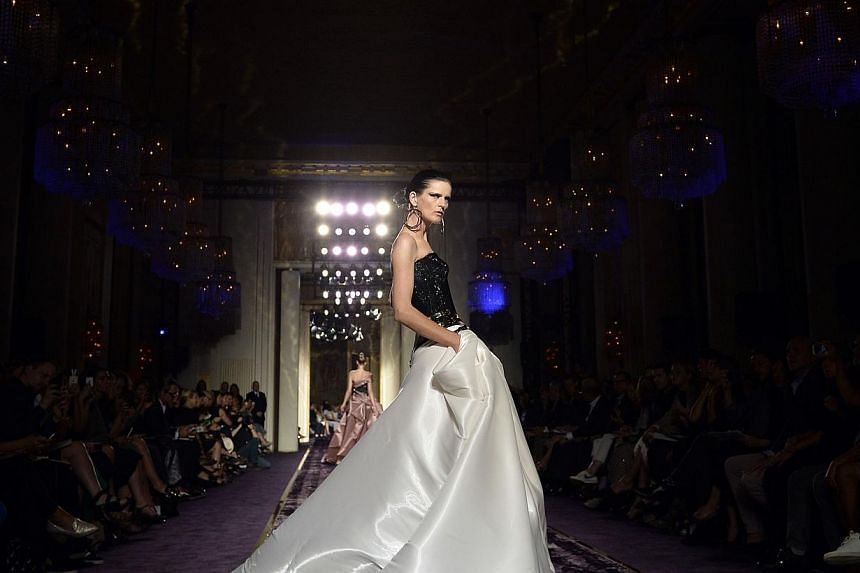 A model presents a creation by Italian fashion designer Donatella Versace during the 2014/2015 Haute Couture Fall-Winter Versace collection show in Paris on July 6, 2014. -- PHOTO: AFP