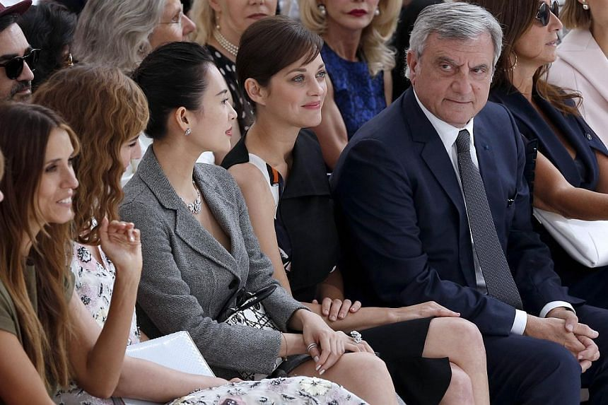 French actress Marion Cotillard (centre), Chinese actress Zhang Ziyi (third from right) and CEO of Dior Couture Sidney Toledano (right) attend Christian Dior 2014/2015 Haute Couture Fall-Winter collection fashion show in Paris on July 7, 2014. -- PHO