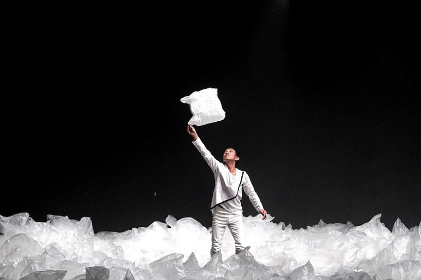 An image of the experimental theatre production Fluid, directed by Liu Xiaoyi. -- PHOTO: THE THEATRE PRACTICE