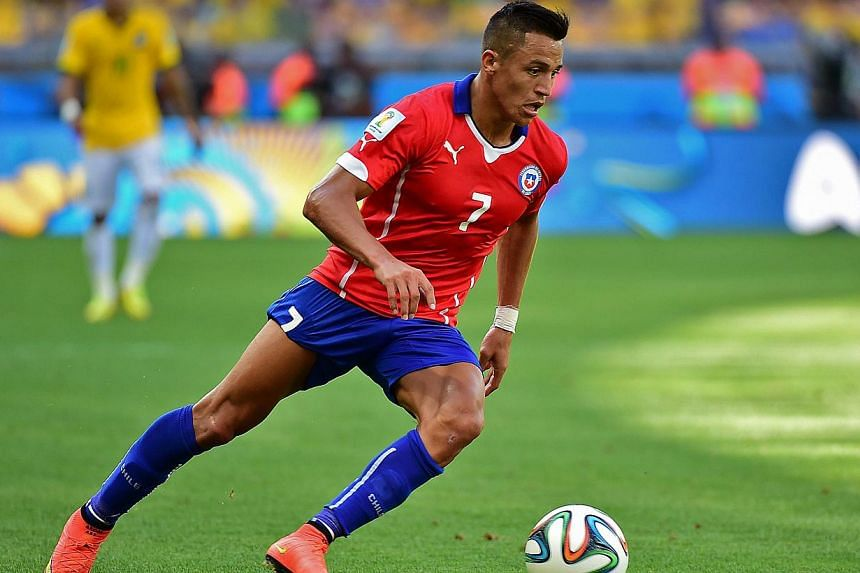 In this photograph taken on June 28, 2014, Chile's forward Alexis Sanchez dribbles the ball during the Round of 16 football match between Brazil and Chile at The Mineirao Stadium in Belo Horizonte during the 2014 Fifa World Cup. -- PHOTO: AFP