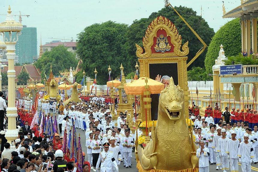 A general views of Cambodian Royal officials marching during a procession of the remains of the late former king Norodom Sihanouk in front of the Royal Palace in Phnom Penh on July 11, 2014. -- PHOTO: AFP