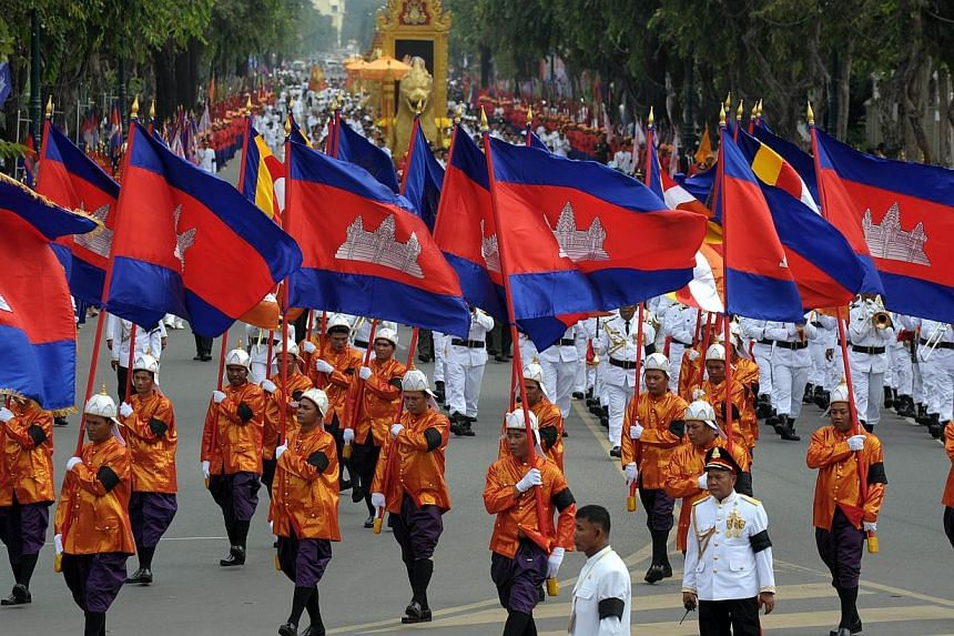 Cambodian Royal officials march during a procession of the remains of the late former king Norodom Sihanouk in Phnom Penh on July 11, 2014. -- PHOTO: AFP