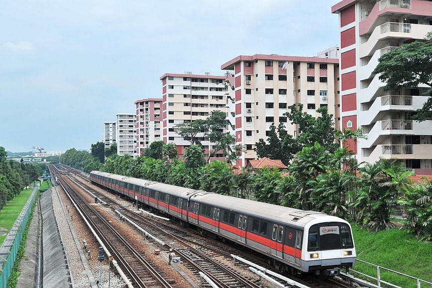 MRT train approaching Ang Mo Kio Station. Negotiations for SMRT to shift to the new rail financing model have hit a deadlock, with the rail operator and the Land Transport Authority (LTA) nowhere close to an agreement. -- PHOTO: ST FILE
