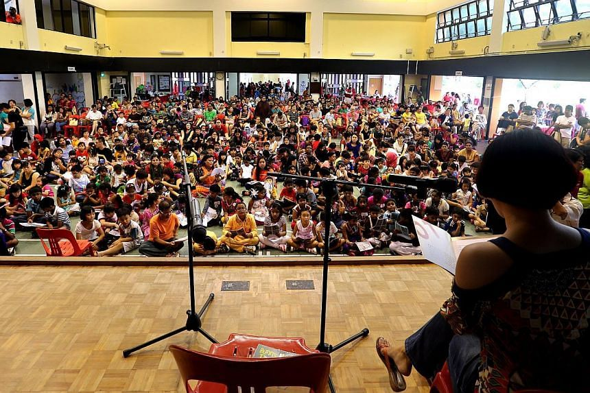 More than 200 children at the Hong Kah North Reading Carnival read stories from the Mustard Seed series by award-winning local writer Emily Lim (with her back to the camera), setting a Singapore record.