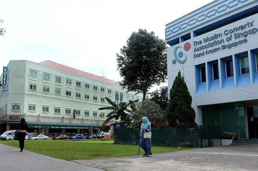A Muslim lady walking out of the Darul Arqam (Muslim Converts' Association of Singapore) building on 13 Jan 2014.The Muslim Converts' Association of Singapore gave out more than $170,000 in aid to needy families on Sunday morning. -- PHOTO: B