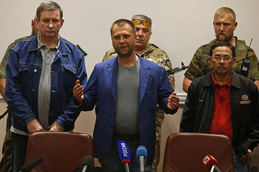 Senior Ukrainian separatist leader Aleksander Borodai (centre) speaks during a handover of Malaysia Airlines flight MH17's black boxes to Colonel Mohamed Sakri (right) of the Malaysian National Security Council, in Donetsk on July 22, 2014. -- PHOTO: