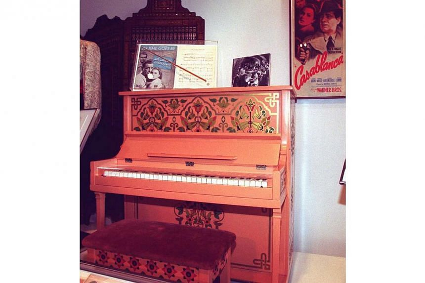 """File picture taken June 13, 1996 shows the piano used in the 1942 movie """"Casablanca"""" to play """"As Time Goes By"""" sitting on display inside the Warner Brothers Studio Museum in Burbank, California. -- PHOTO: AFP"""