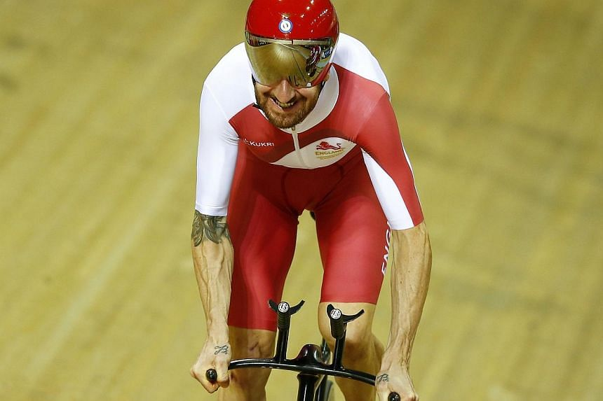 England's Bradley Wiggins trains in the Chris Hoy Velodrome ahead of the Commonwealth Games in Glasgow, July 22, 2014. -- PHOTO: REUTERS