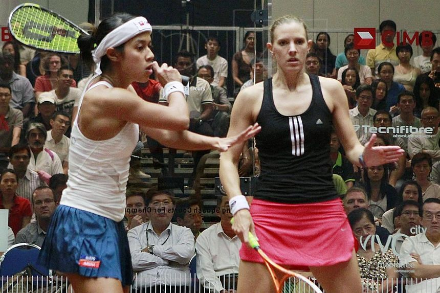 Malaysian Nicol David (left) in action against England's Laura Massaro in the semi-finals of the CIMB Singapore Women's Masters, held on 29 July 2011 at VivoCity. -- PHOTO: ST FILE