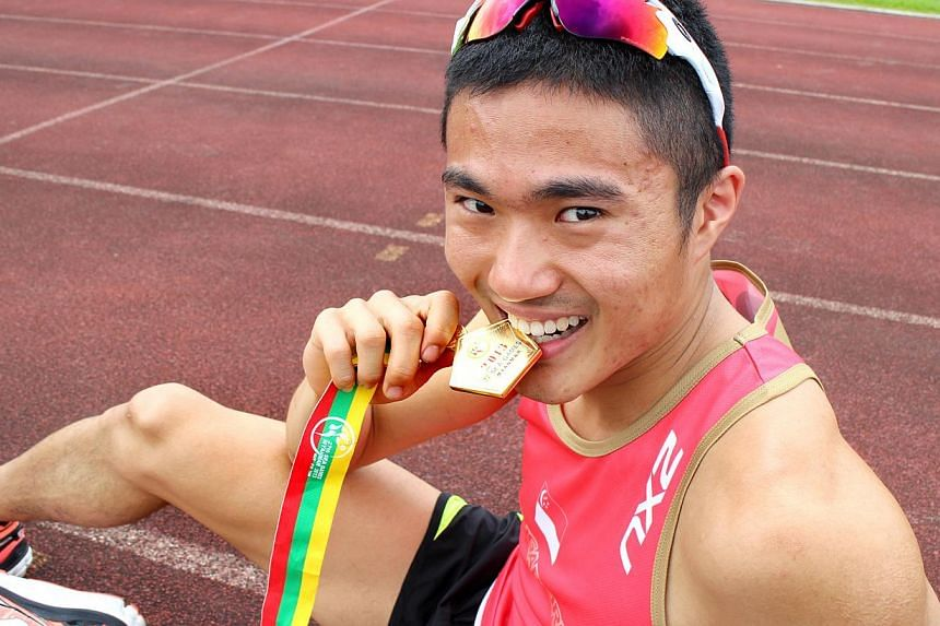 27th SEA Games marathon winner Mok Ying Ren with his gold medal. -- PHOTO: NP