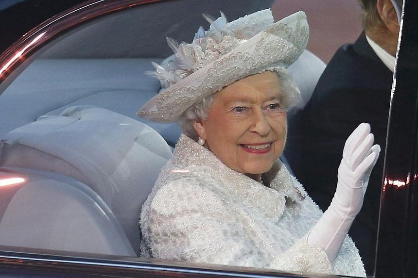 Britain's Queen Elizabeth waves as she arrives during the opening ceremony for the 2014 Commonwealth Games at Celtic Park in Glasgow, Scotland, on July 23, 2014. -- PHOTO: REUTERS