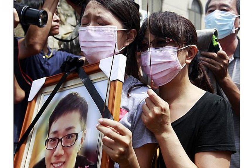 Relatives of a passenger who had been onboard the TransAsia Airways turboprop plane that crashed, cry in Taiwan's offshore island Penghu on July 24, 2014. -- PHOTO: REUTERS