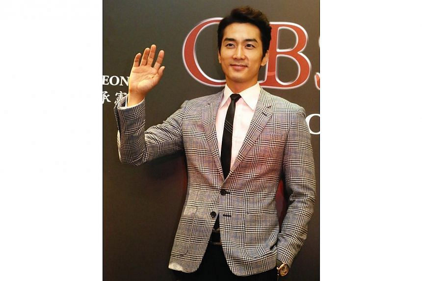 OBSESSED is Song Seung-Heon's 9th feature film in his career and is also his first erotic movie in his 17 years of acting career. -- SHIN MIN PHOTO