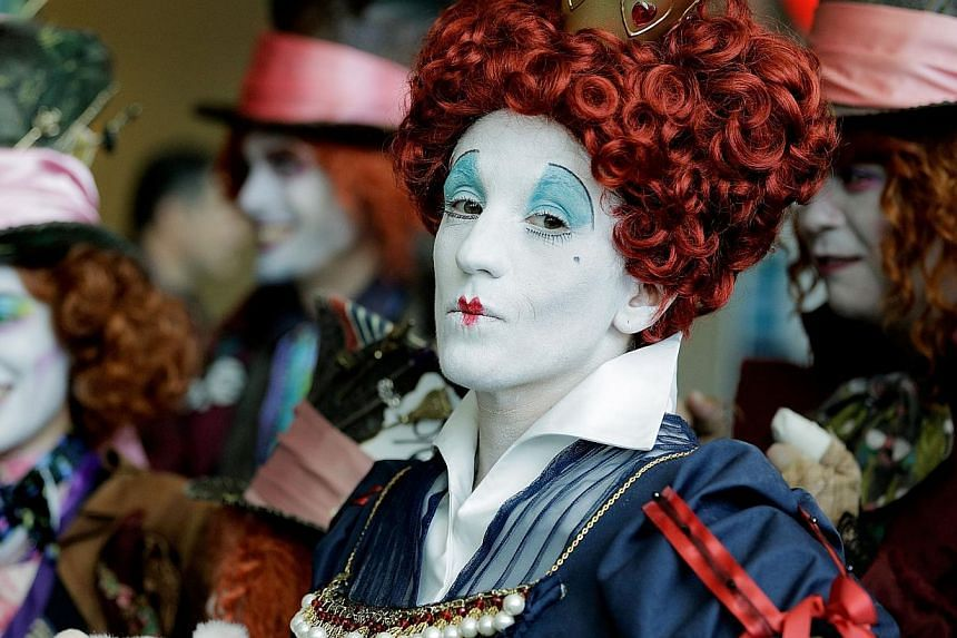 Lori Ouellette, of Cheshire, Connecticut, portrays The Red Queen with the group, League of Hatters, during the 45th annual San Diego Comic-Conin San Diego, Californiaon July 24, 2014. -- PHOTO: AFP