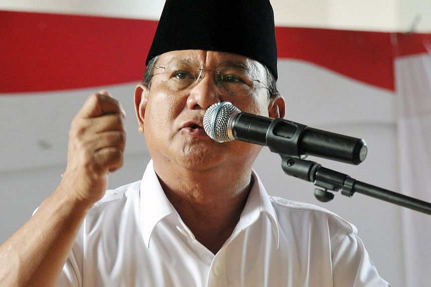 Defeated presidential candidate Prabowo Subianto and his running mate Hatta Rajasa on Friday filed a challenge to the election result at the Constitutional Court, but not before railing against the Election Commission (KPU). -- PHOTO: AFP