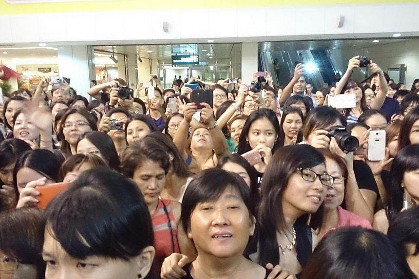 Song Seung Heonmeets fans at a public meet and greet session at City Square Mall on Friday, July 25, 2014. -- ST PHOTO: CHEW SENG KIM